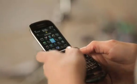 VIDEO: BlackBerry Style 9760 Commercial