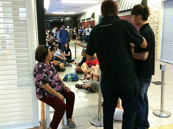 Did this grandma really stood in line from 2am for an iPad 2 because her grandson told her to?