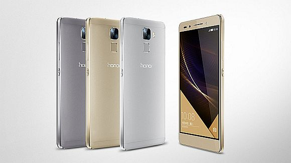 Curves of the Honor 7 teased in a sneaky photo