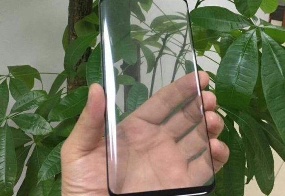 The S8's 'infinity' display leaves no room for a Samsung logo