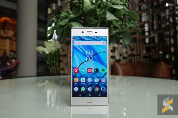 Sony Xperia XZs review: How to make a new phone feel old