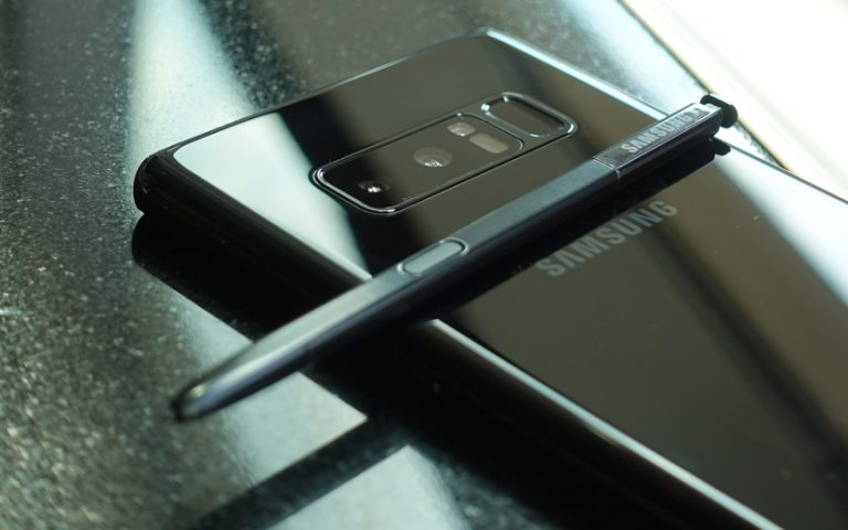You can get a Samsung Galaxy Note8 at RM855 off