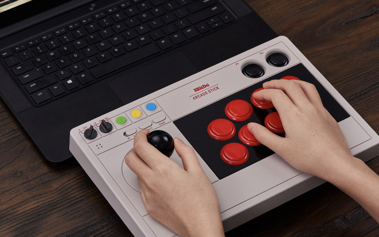 This wireless arcade stick can be used for your PC and Nintendo Switch